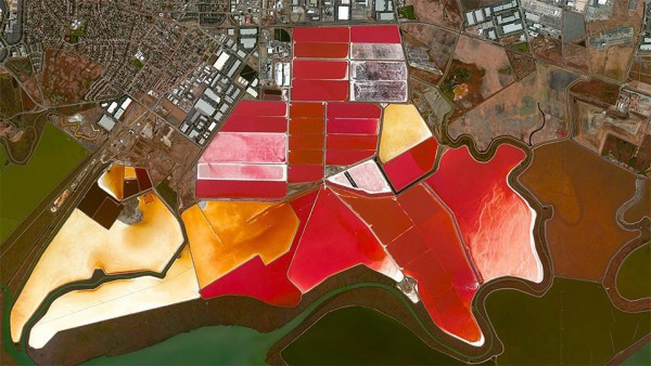 Salt ponds in the Bay of San Francisco, USA